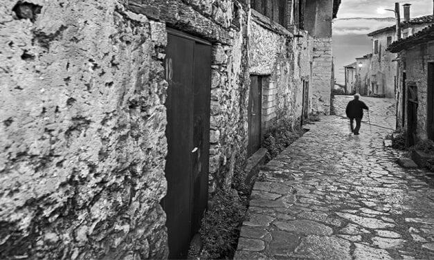 Lonely alleyways – Μοναχικοί δρόμοι