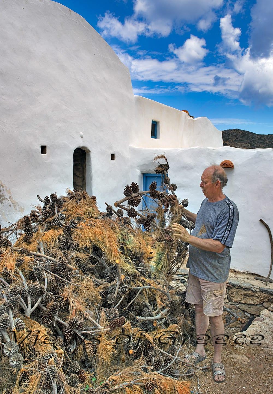 handicraft, traditional, culture, craft, handmade, tradition, old, people, greek, pottery, ceramic, pot, greece, handcrafted, handcrafttanner, tannery, basketry, Τήνος, Βώλακας, καλαθοπλέκτες, Άμφισσα, Χάρμαινα, βυρσοδεψεία, ταμπάκηδες, αγγειοπλαστείο, Σίφνος, παραδοσιακά επαγγέλματα, παραδοσιακοί τεχνίτες,