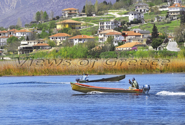 Νησί Παμβώτιδας, οι μετακινήσεις γίνονται με βάρκες